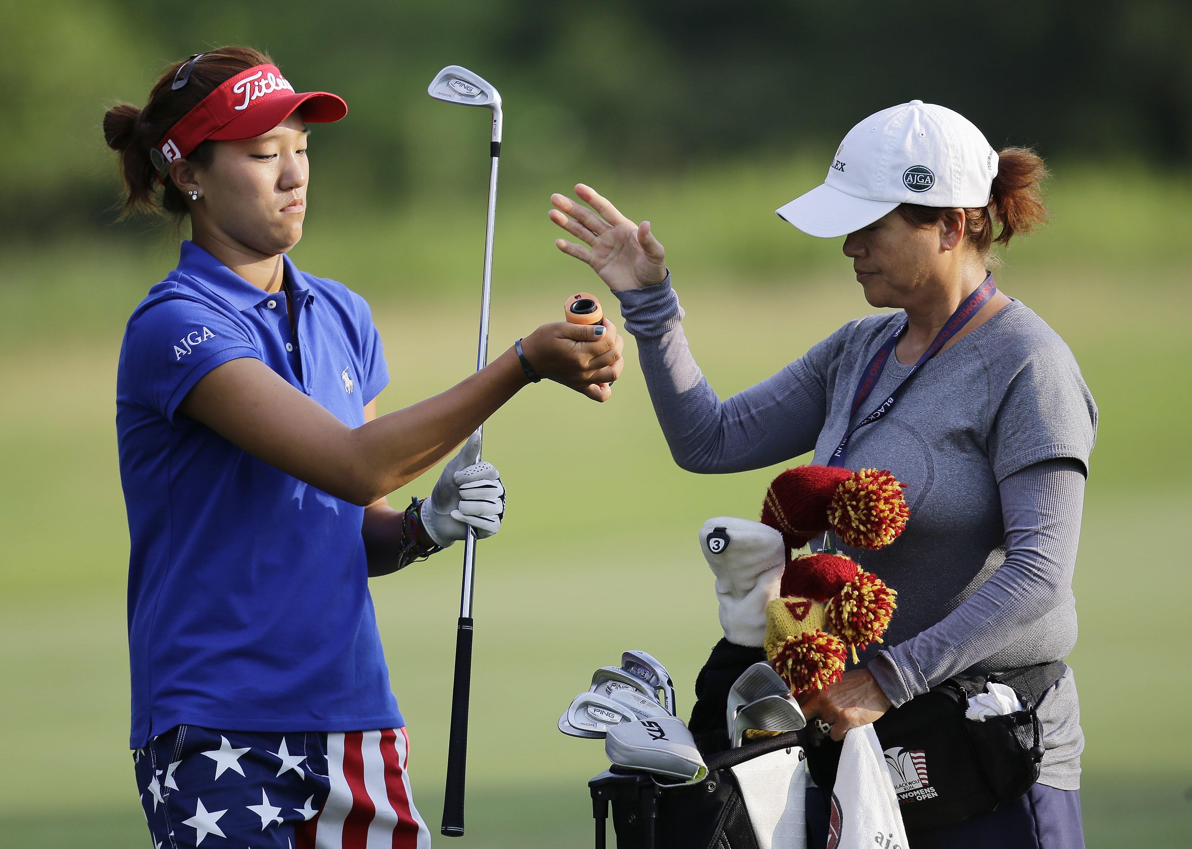 Golf-Caddie-Mom